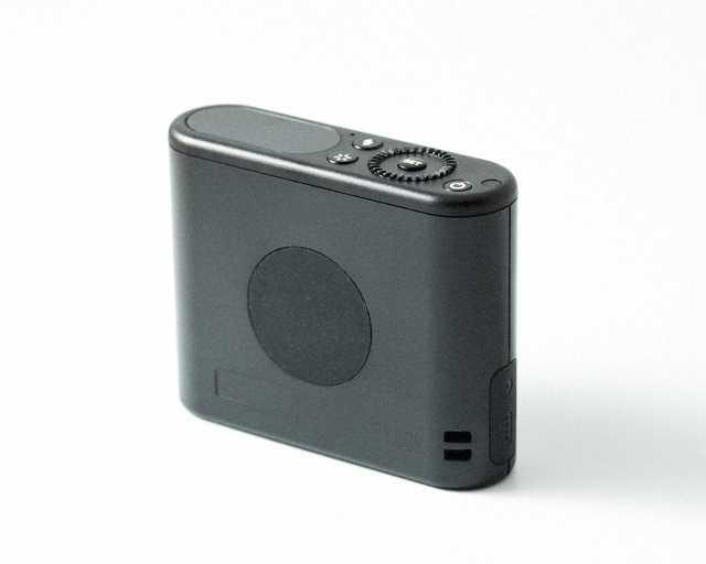 iPhoneとリモート接続できるコンパクトストロボGodox A1の外観(背面側)